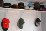 Og en hattesamling i tilfelle