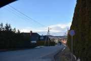 Klokken er kvart over fem og vi starter fra Høyenhall og skal over mot der vi ser i retning Maridalen