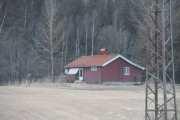 Over på andre siden ser vi et hus også, men vet ikke hva det heter her