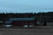 Vi kjører videre og passerer en gård, heter den Vaggesten?
