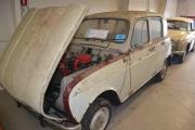 Renault 4 med panseret åpent