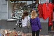 Mandag - shopping jentene, tror du det ble vente tid?