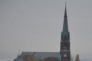 Morgen og morgen, klokken er da nesten 11 før jeg har tid til og gå på taket. Hvilken kirke er dette? Begynner på U :-). Har en asjett på kjøkkenbordet hvor det står at kirken ble innviet 22 desember 1886