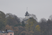 Her ser vi Tårnhuset på toppen av haugen, og det er et flott basseng rett ved siden av som vi ikke ser her på bilde. Ypperlig sted å kjøre modellbåter på. Tar jeg ikke feil ble det kalt Vanntårnet i gamledager