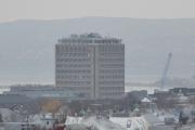 Den personen som bygde denne kolossen burde ikke fått lov av bygningskontrollen i gamle dager - fy!