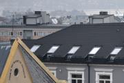 Men her blir det litt interessant, Skjæra på taket til høyre og bygget til venstre med skriften på. Det er studenterhjemmet som er landets eldste og ble ofte kalt Sollandet.