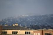 Litt utpå dagen må vi ta en titt igjen på Holmenkollen hvor det er og liksom snør