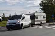 Varebilen og campingvogna ligger tungt, tro hva de har med seg denne gangen