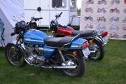 Fredag. Noen motorsykler er på plass også. Suzuki 1000 var ingen smågutt nei.