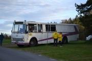 Fredag. Bussen til Eagle Car Club er også på plass. Det er det som står på fronten foran, oppe på bussen i hvert fall.