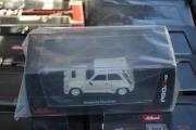 Lørdag. Jeg leter videre og finner en Renault R5 Maxi Turbo, også i feil skala.