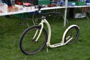 Dette er en sparkesykkel etter min smak, det står Kickbike Cruise Max på siden av den