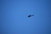 Vi blir passet på ovenfra også, helikopter flyr også over oss