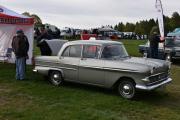 Vi tar en rask tur opp til klubb plassen og ser om noen allerede har kommet. Og det har det, første bilen vi ser er en Vauxhall Viktor fra 1961, kanskje ikke noe vi ser hver dag?