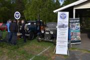 Så er vi ved Norsk A Modell Club, norsk merkeklubb for Ford A modeller fra 1928 til 1931. Den vi ser til høyre er en Ford Town Sedan fra 1931. Den til venstre vet jeg ikke navnet på