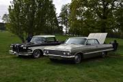 Hva gjør vi etter noe sånt? Jo, vi går på Finbilplassen. To nye biler og fra venstre ser vi en Ford Ranchero, 1957 modell og til høyre en Chevrolet Impala 1963 modell