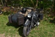 En av litt eldre årgang, det er en BMW 750 ccm. fra 1940. Kan dere se soldater var på denne, er jo fra den tiden