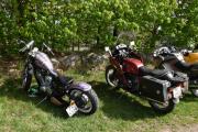 Vi bare begynner fra venstre, Honda Shadow, 1998 modell og den til høyre er en BMW R 100 RS fra 1978