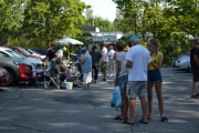 Parkeringsplassen var godt besøkt, det kom mange innom og flere biler kom også