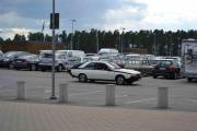 Vidar og Roar ankommer i en Renault Fuego, dette er en bil som tåler motorveier og en lang tur