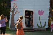 To Amanda-er i døråpningen og de geiper ikke, men så er det heller ikke jeg som tar bilde