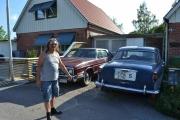 Da er vi fremme hos Ola og han har noen gamle fine biler han også