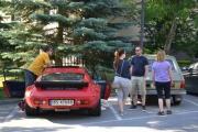 Vi kjører og finner parkering, nå må vi gå resten bort til parken