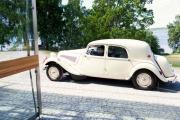 Men her dukker det opp en gammel Citroën
