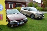 Dette er vel en Renault 19 og den nye til høyre er en Scenic
