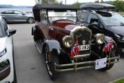 Ute på parkeringsplassen står det faktisk en gammel Buick også