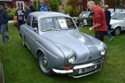 Nei nå vil jeg ta et bilde av alle Renault-ene som har møtt opp, vi begynner med denne
