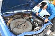 Motorrommet til en Renault 16, makan til kraftig batteri da
