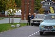 Ute igjen og noen beundrer bilen vår