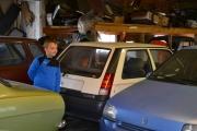 Men her har vi en som vil vise meg bilen sin, det er den hvite Renault-en