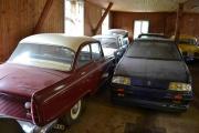 Det står mange spennende biler her inne også som ikke er Renault