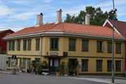 Bøgata 6, dette er et gammelt hus fra 1868 og da var det en tobakksforretning der og huset ble restaurert i 1984