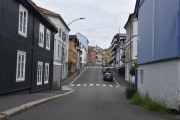 Vi tar Bøgata oppover, jeg vet om en snarvei til Vålerenga hvor siste telefonkiosk står