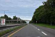 Nå må vi ned til sentrum og tar Trondheimsveien ned til Sinsenkrysset, Trondheimsveien er også vernet som et av de første eksemplene på firefelts motorvei med midtrabatt i norsk sammenheng. Den er en av de eldste hovedinnfartsveiene til Oslo. Selve veien er lite endret siden den ble bygget, og viser hvilken standard og utførelse som var mulig å bygge i Oslo på slutten av 50-årene