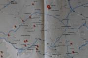Så jeg lager en plan, det er 17 røde telefonkiosker i Oslo hvis vi ser bort ifra de to på Bygdøy. Den ene står rett innenfor inngangen til Norsk Folkemuseum og der kommer jeg ikke inn så tidlig på morgenen