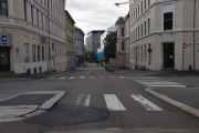 Jeg kjører ned Løkkeveien som i 1864 ble oppkalt etter løkkene i området, men hva ser jeg der nede?