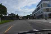 Brobekkveien er en lang vei som går fra Refstadsvingen og ned til Strømsveien. Men her sitter det en fugl på lyktestolpen