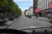 Det er stas å kjøre i Karl Johans gate, håper de aldri tar vekk brosteinen