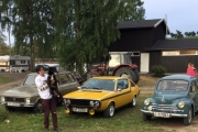 Vi har selvfølgelig arrangert dette bilde med 3 Renault-er og en hund til Knut