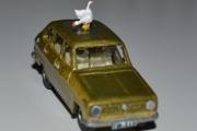 Renault 6 med ender på taket (Anatinae)