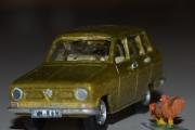 Renault 6 og Hane (Gallus Gallus Domesticus)