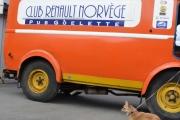 Renault og en hund - Knut har ikke svart hvilke hund enda