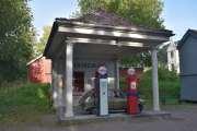 Dette er da en Esso bensinstasjon og du fyller Tiger på tanken. Slik var det i gamle dager