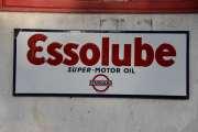 Essolube Super Motor Oil, rundt 30 åra dette, men er litt usikker på om skiltet er originalt. Det med liten skrift helt under blir litt feil