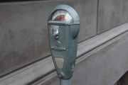 Et gammelt parkometer, hvis du hadde en krone med hull og en sytråd... sier ikke mer...