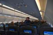 På flyet har jeg vindusplass men først så må vi følge mobil-bildegutta
